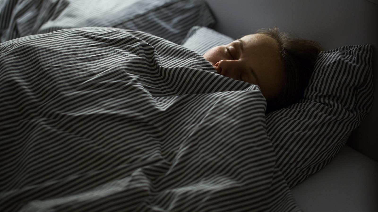 Schlafposition Haut altern Hautalterung