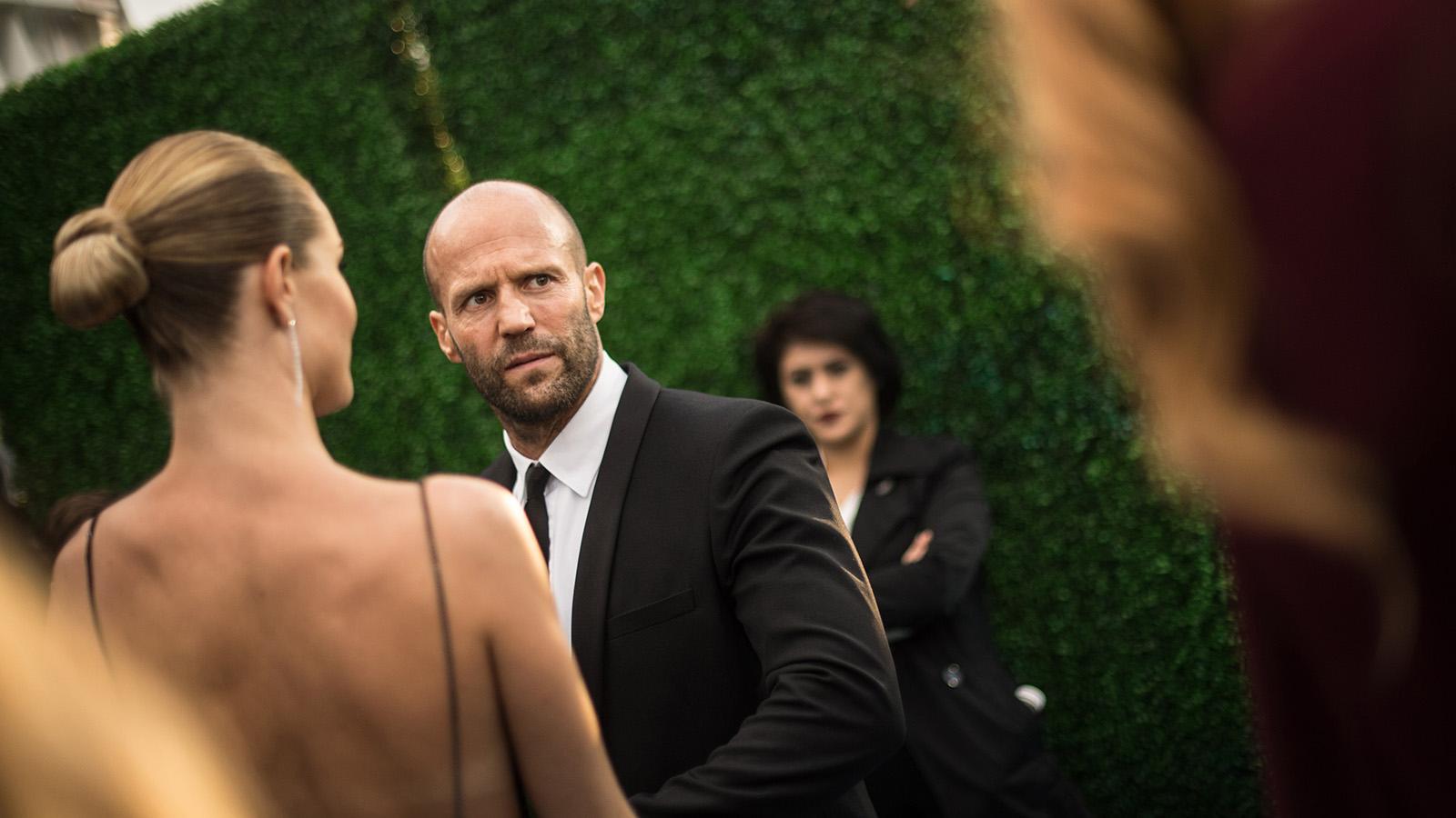 Mit stehen frauen glatze männer auf Stehen Frauen