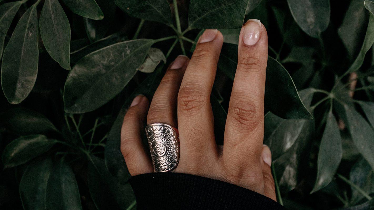 Das Verrät Der Halbmond Auf Den Fingernägeln über Die Gesundheit