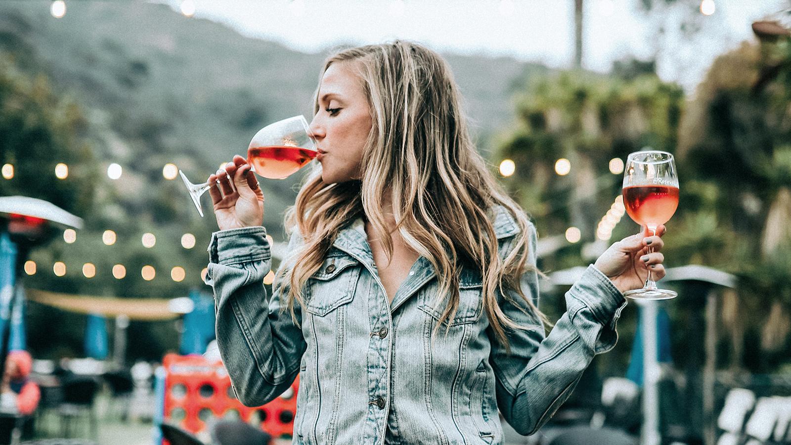 Forscher tüftelt an Alkohol, von dem man keinen Kater mehr